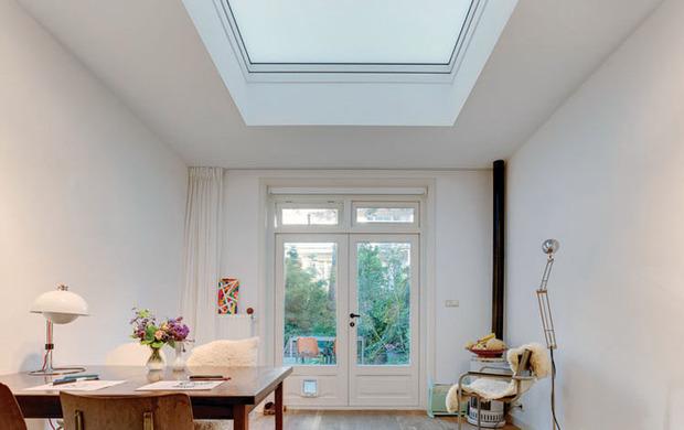 Finestra per tetti piatti Fakro modello F e l'acustica