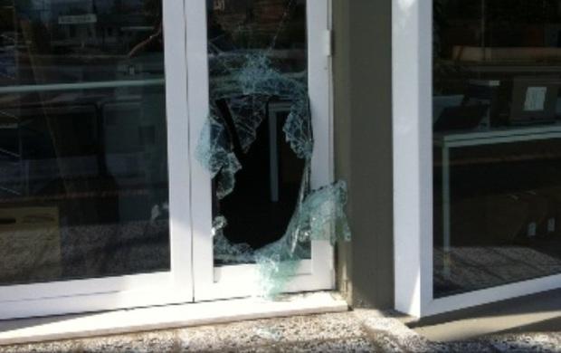 Rottura vetri. Bolzano: muore ragazzino di 12 anni dopo aver frantumato porta finestra