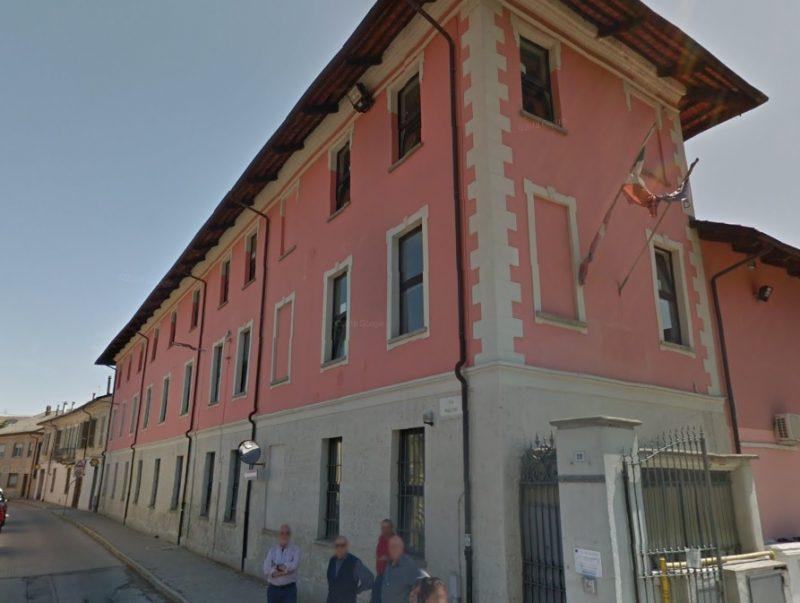 Finestre che cadono in scuola e ospedale presso Torino