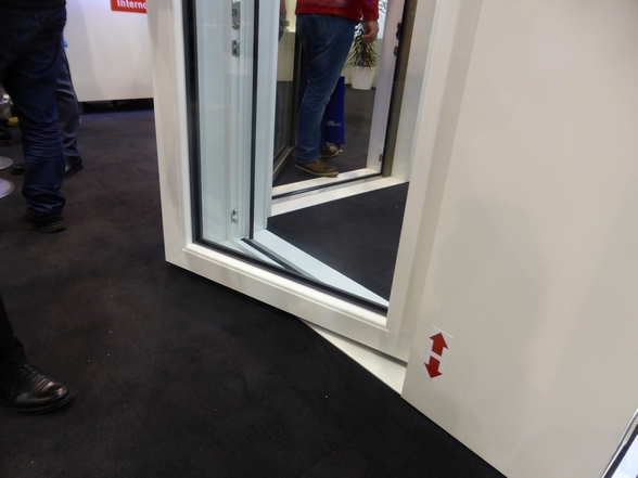 Porte finestre a soglia zero grazie alla cerniera giusta