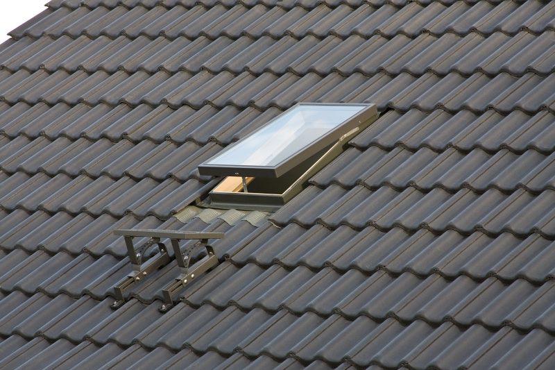 WGI è il nuovo lucernario da tetto Fakro in legno di pino