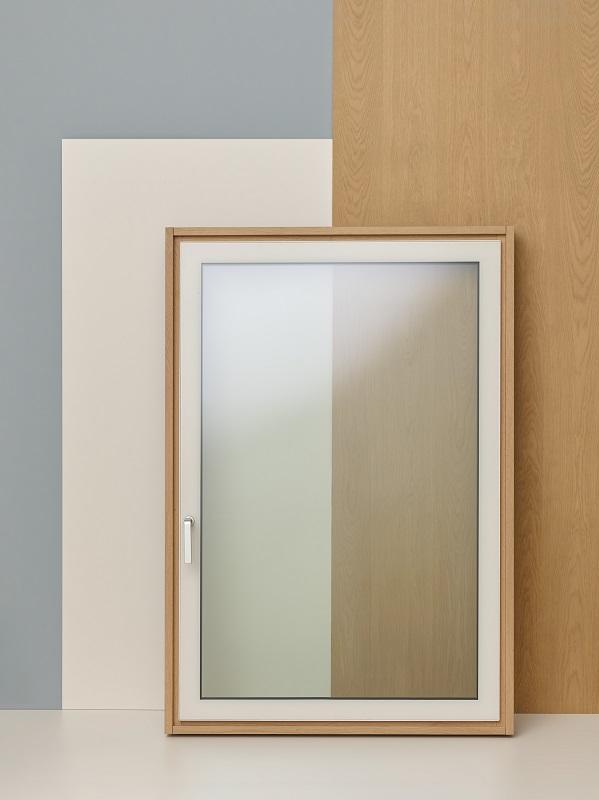 Finestra in alluminio/legno con vetro protagonista