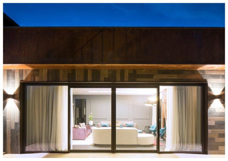 Serramenti: villa corten con finitura Finstral LC34