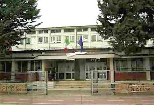 Mala Scuola in Abruzzo. Cade finestra su due liceali