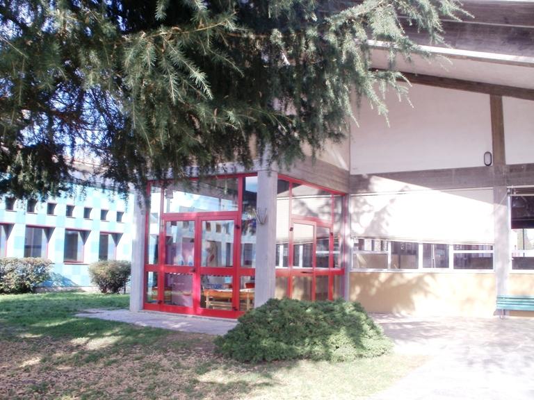 Mala scuola in Brianza. Cade finestra su bidella