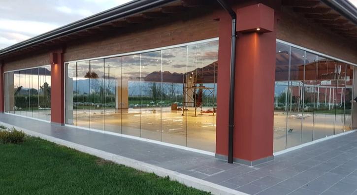 Obblighi di legge per le vetrate panoramiche. A domanda risposta