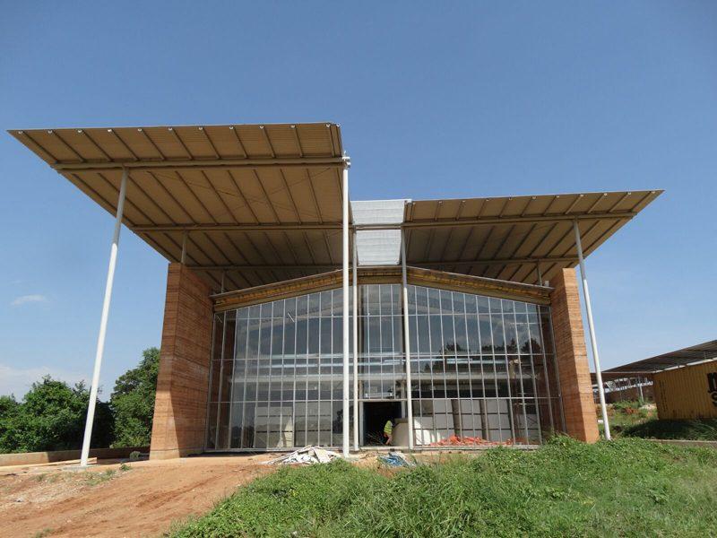 L'involucro italiano per l'ospedale pediatrico di Emergency in Uganda